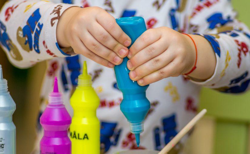 Stimuler dit barns kreative sans i en tidlig alder